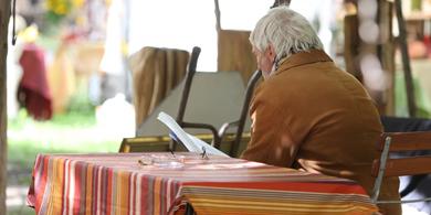 verleih von Tischen und Stühlen